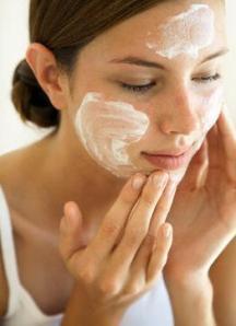 Além de deixar a pele mais bonita a microdermoabrasão ainda aumenta os efeitos dos tratamentos com cremes.