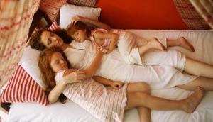 Dormir assim (como eu costumo) é gostoso mas é melhor relaxar direito pelo menos de vez enquando!