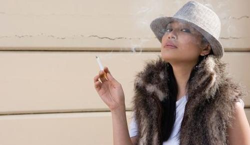 Esqueça o cigarro mas mantenha o chapéu!