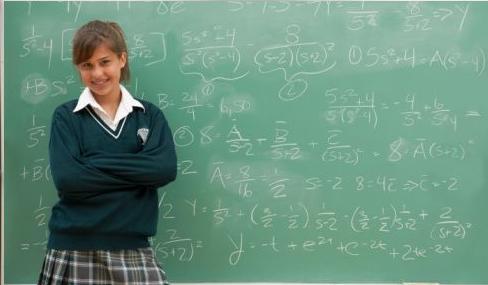 A cura da acne na adolescência está relacionada com o aumento da auto-estima e até com a melhora do desempenho escolar entre os adolescentes.