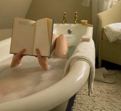 Longos banhos de banheira ao contrário do que parece, não fazem bem à pele seca.